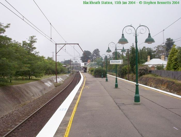 The view looking along the platform towards Sydney.  The object on the tracks in the distance is a Hi-Rail vehicle.