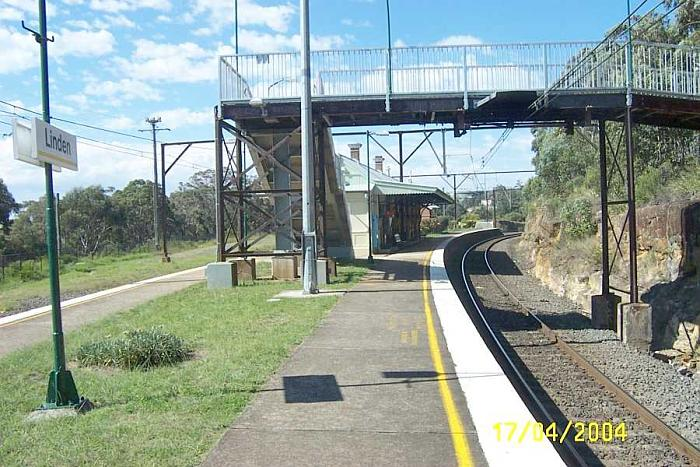 The view looking west along platform 2 back towards Sydney.