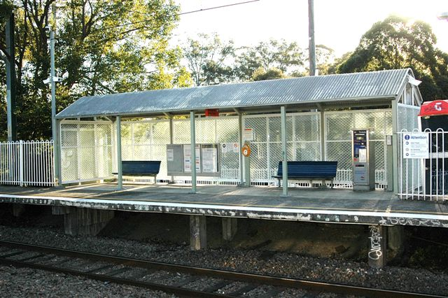 The waiting shed on platform 2.