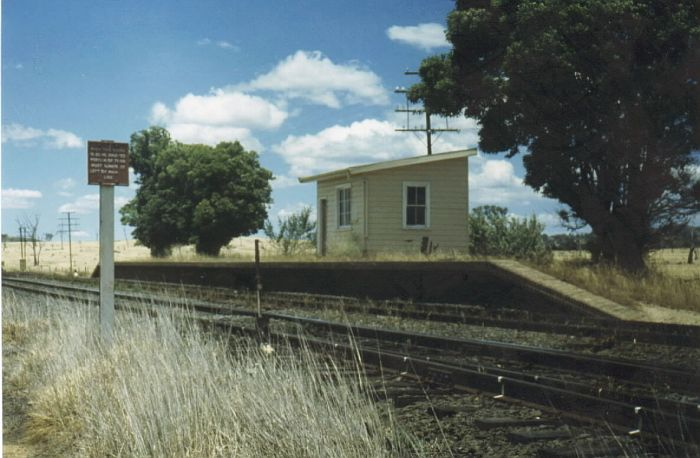 The unused platform and signal box in 1980.  This view is looking back towards Sydney.