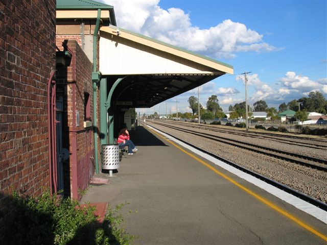 The view looking along the platform towards Maitland.