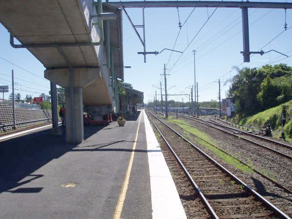 The view looking north along platform 2. The siding on the right leads to electric train storage sidings and the turntable.